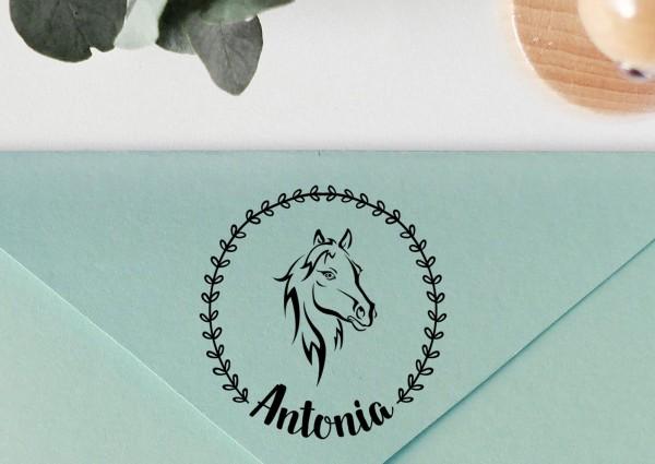 Personalisierter Stempel mit Pferd und Blätterkranz