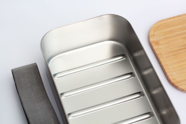 Nachhaltige Brotdose aus Edelstahl mit Bambusdeckel