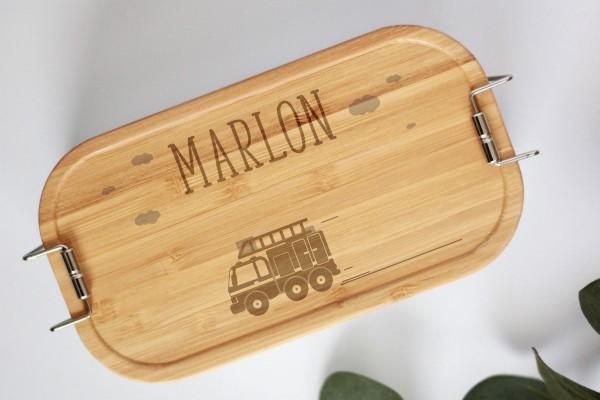 Nachhaltige Brotdose Feuerwehrauto mit Namen auf Lunchbox mit Bambusdeckel