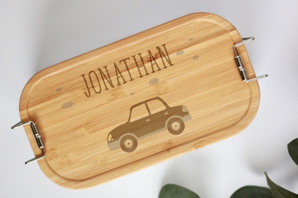 Nachhaltige Brotdose Auto mit Namen auf Lunchbox mit Bambusdeckel